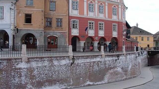 In prag de iarna, zeci de familii din Sibiu au casele inundate