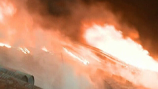 Un puternic incendiu a mistuit o casa din Sectorul 5 al Capitalei