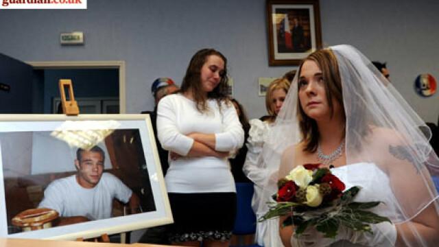 S-a maritat cu logodnicul mort de un an! Cu dispensa de la Sarkozy!
