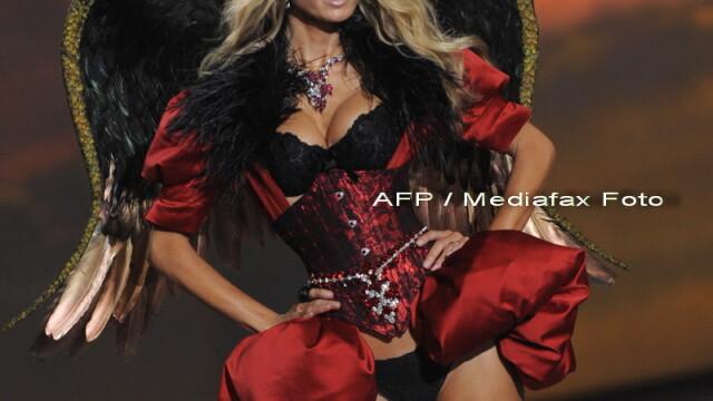 Cu picioarele subtiri ca pixul. Model Victoria's Secret socheaza publicul - Imaginea 8