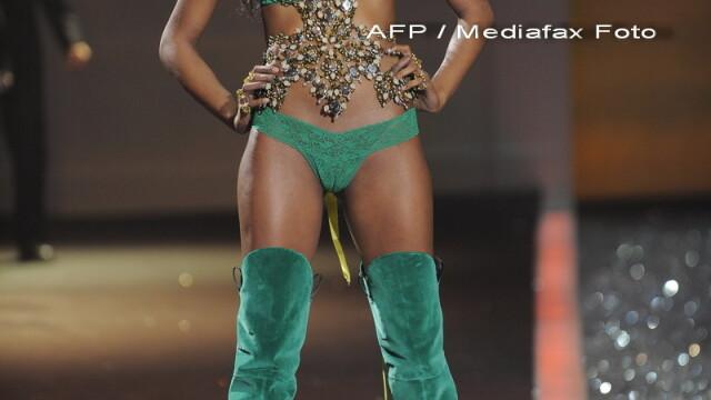 Cu picioarele subtiri ca pixul. Model Victoria's Secret socheaza publicul - Imaginea 11