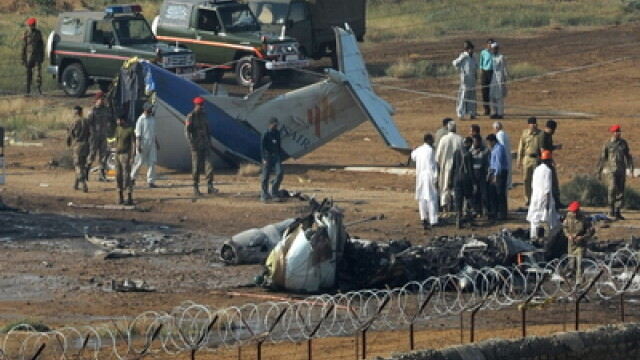 Avion prabusit in Pakistan