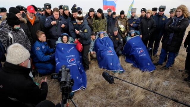 S-au intors cosmonautii! Nava Soyuz a aterizat cu bine in Kazahstan