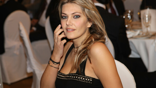 Iat-o pe Elena Udrea a Greciei. Femeia care se bate pentru drepturile grecoaicelor in politica - Imaginea 1