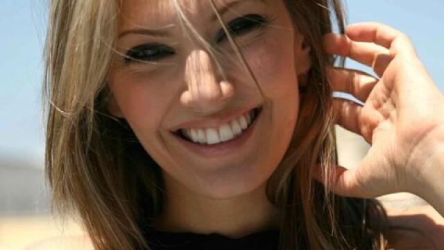 Iat-o pe Elena Udrea a Greciei. Femeia care se bate pentru drepturile grecoaicelor in politica - Imaginea 2