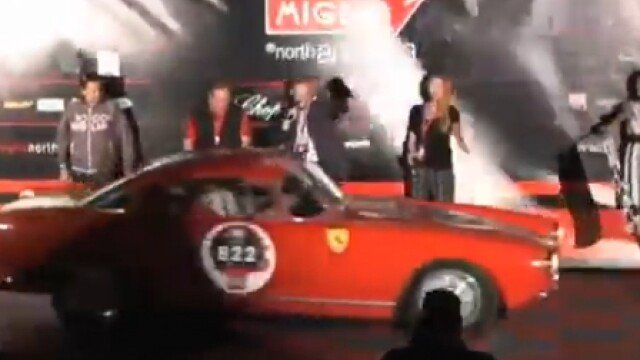 VIDEO inexplicabil. Un Ferrari doboara cinci oameni, fara sa ii atinga