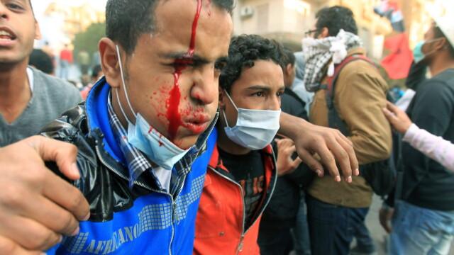 Criza in Egipt. Sute de mii de oameni ies in strada pentru a forta demisia autoritatilor militare - Imaginea 2