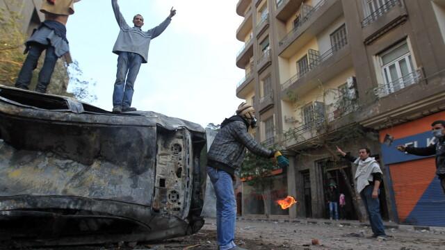 Criza in Egipt. Sute de mii de oameni ies in strada pentru a forta demisia autoritatilor militare - Imaginea 4