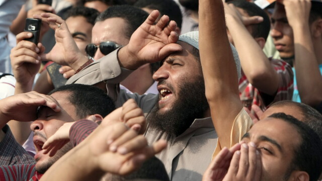 Criza in Egipt. Sute de mii de oameni ies in strada pentru a forta demisia autoritatilor militare - Imaginea 7