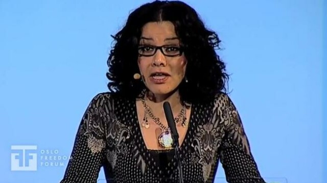 Legata de maini, batuta, arestata si violata de politia egipteana. Tortura unei scriitoare. VIDEO - Imaginea 3