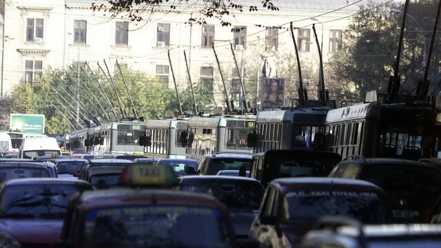 Noua taxa auto blocheaza vanzarile de masini vechi in Romania. Proprietarii nu vor sa lase la pret