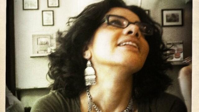 Legata de maini, batuta, arestata si violata de politia egipteana. Tortura unei scriitoare. VIDEO - Imaginea 1
