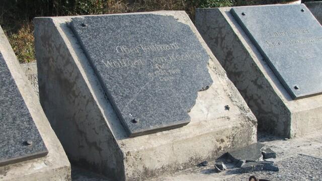 Furt istoric la Resita. Monumentul eroilor germani, tinta hotilor de fier vechi - Imaginea 3