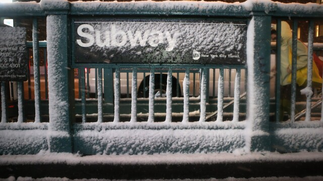 Dupa uraganul Sandy, inca un fenomen extrem loveste New York-ul: furtuna hibernala. Galerie FOTO - Imaginea 1
