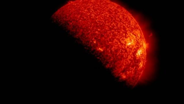 Imagini spectaculoase oferite de NASA. Secundele in care Soarele dispare din fata lor - Imaginea 3