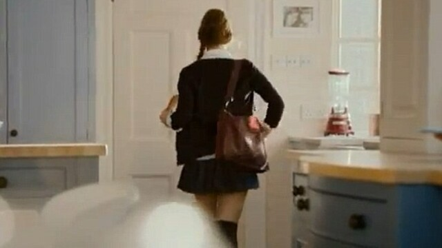 Reclama care a scandalizat Marea Britanie. Cum apare o eleva de 18 ani in acest videoclip. VIDEO - Imaginea 3