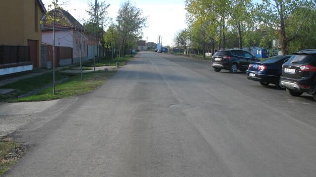 Cinci strazi de pamant de la marginea orasului au fost asfaltate. Cat a fost investitia. FOTO