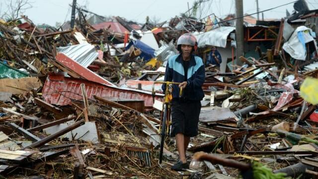 Numarul victimelor provocate de super-taifunul Haiyan in Filipine ar putea ajunge la 10.000