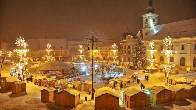 Mos Craciun si-a deschis santier in centrul Sibiului - Imaginea 2