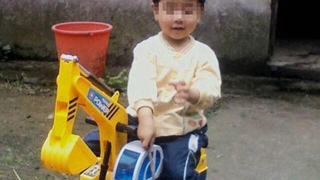 Duoduo, copil chinez incediat de mama