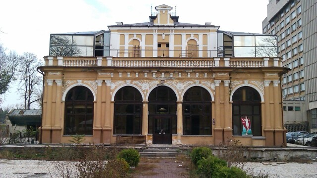 Cazinoul din Arad a ajuns in paragina. Vezi cum arata cladirea declarata monument istoric - Imaginea 1