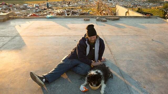 Povestea unei regasiri. Si-a salvat cainele pe care il credea mort de sub daramaturi, dupa o zi - Imaginea 4