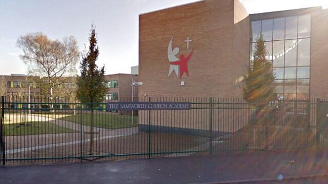 Doua eleve din Marea Britanie au fost trimise acasa si suspendate din cauza frizurii prea baietesti