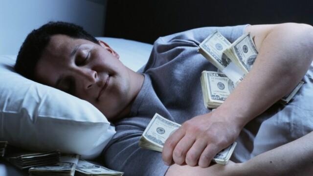 Un barbat este platit de NASA cu 18.000 de dolari ca sa stea in pat toata ziua. Care este partea neplacuta a jobului