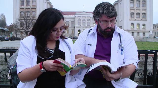Portughezii care si-au abandonat carierele pentru a-si salva copilul. De ce s-au inscris la Facultatea de Medicina din Iasi