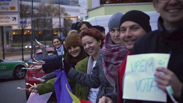 ALEGERI PREZIDENTIALE 2014. Peste 360.000 de voturi s-au inregistrat in diaspora pana la ora 23. Revolte la Paris si Torino - Imaginea 1