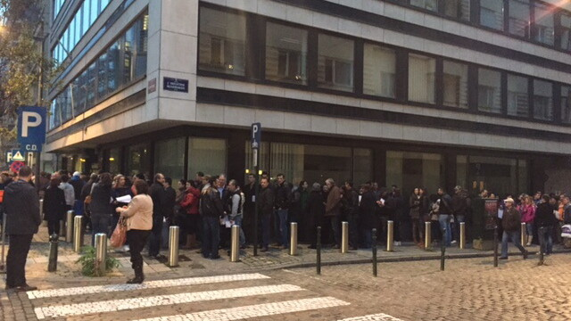 ALEGERI PREZIDENTIALE 2014. Peste 360.000 de voturi s-au inregistrat in diaspora pana la ora 23. Revolte la Paris si Torino - Imaginea 23