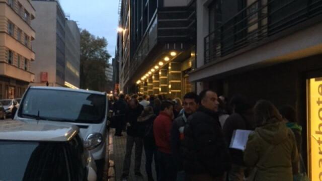 ALEGERI PREZIDENTIALE 2014. Peste 360.000 de voturi s-au inregistrat in diaspora pana la ora 23. Revolte la Paris si Torino - Imaginea 22