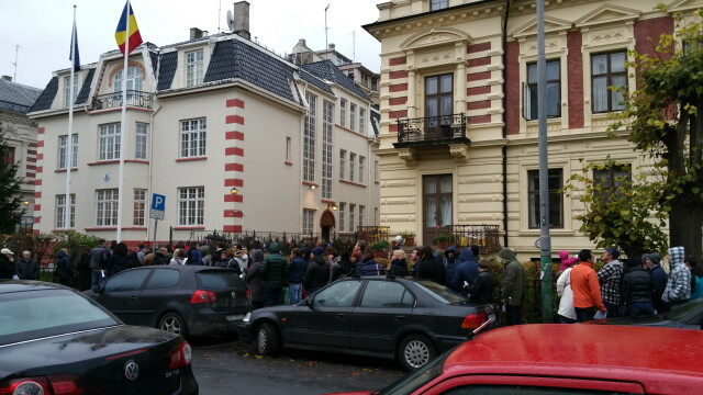 ALEGERI PREZIDENTIALE 2014. Peste 360.000 de voturi s-au inregistrat in diaspora pana la ora 23. Revolte la Paris si Torino - Imaginea 30