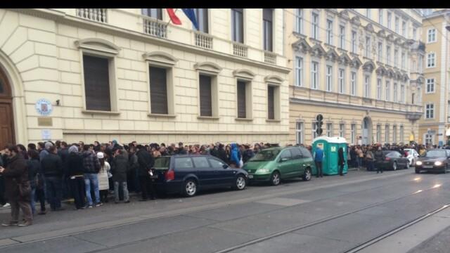 ALEGERI PREZIDENTIALE 2014. Peste 360.000 de voturi s-au inregistrat in diaspora pana la ora 23. Revolte la Paris si Torino - Imaginea 46