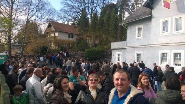 ALEGERI PREZIDENTIALE 2014. Peste 360.000 de voturi s-au inregistrat in diaspora pana la ora 23. Revolte la Paris si Torino - Imaginea 47
