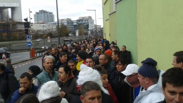 ALEGERI PREZIDENTIALE 2014. Peste 360.000 de voturi s-au inregistrat in diaspora pana la ora 23. Revolte la Paris si Torino - Imaginea 51