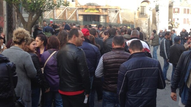 ALEGERI PREZIDENTIALE 2014. Peste 360.000 de voturi s-au inregistrat in diaspora pana la ora 23. Revolte la Paris si Torino - Imaginea 57