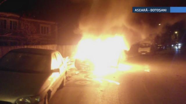 Noapte de foc pentru pompierii din Botosani si Suceava. Doua masini au fost cuprinse de flacari