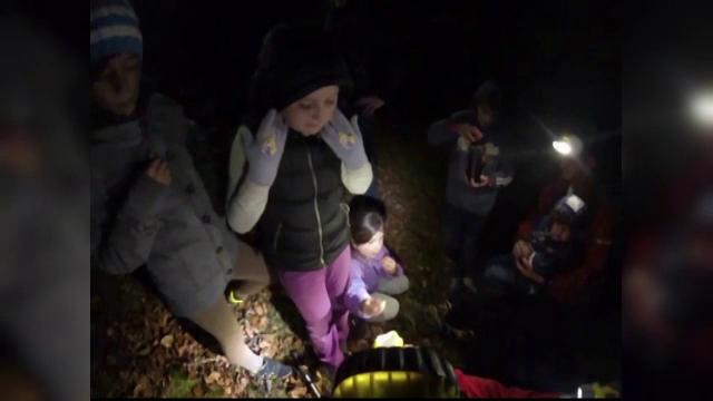 Rataciti pe munte. Zece turisti din Cluj au fost salvati in Piatra Secuiului dupa ce s-au pierdut in padure