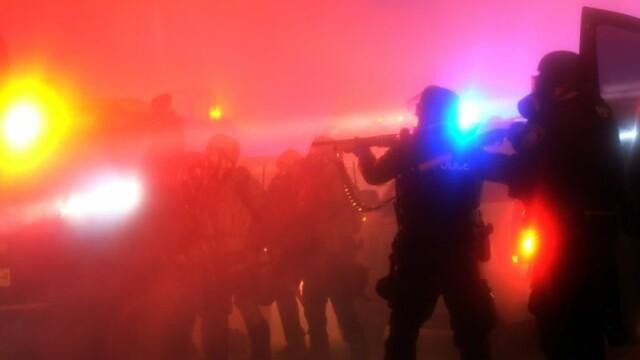 Scene apocaliptice in orasul american Ferguson. Masini distruse, magazine jefuite, case arse. GALERIE FOTO SI VIDEO - Imaginea 8