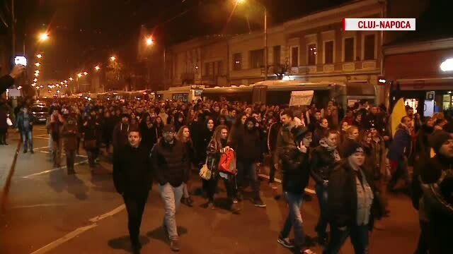 Proteste in toata Romania si in strainatate. Zeci de mii de oameni au cerut si demisia parlamentarilor.