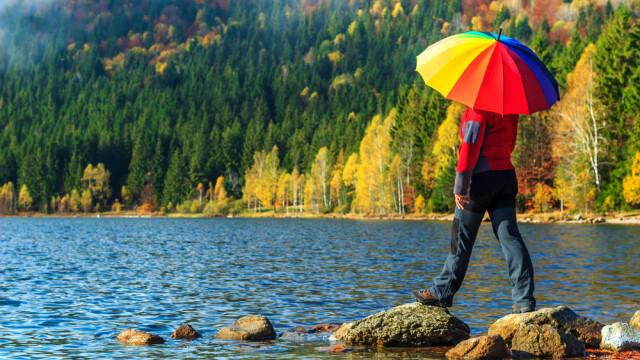 Vremea e in continuare frumoasa in toata tara, dar in Europa incep ploile. Cand vor scadea temperaturile