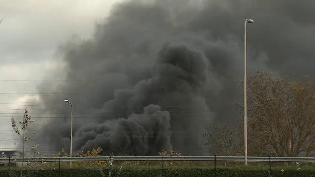 Incendiu de amploare la o uzina chimica din Olanda. Fumul dens a paralizat o zona mare din sud-estul tarii