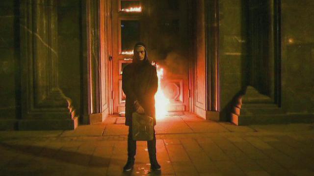 Un activist rus, arestat dupa ce a dat foc unei porti, la doi pasi de Kremlin. Ce pedeapsa risca pentru gestul sau