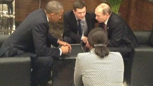 Intalnire informala intre cei mai puternici oameni ai lumii. Ce au discutat Putin si Obama, inghesuiti la o masuta retrasa