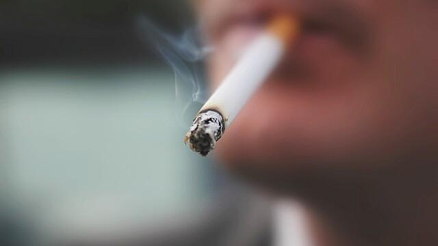 Proiectul privind interzicerea fumatului a fost scos de pe ordinea de zi a plenului Camerei Deputatilor