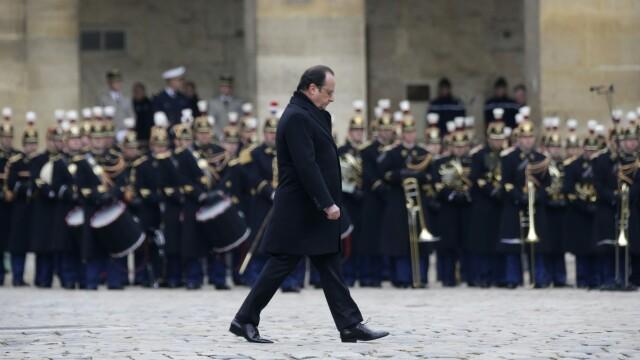 Franta comemoreaza victimele atentatelor din Paris. Hollande: \