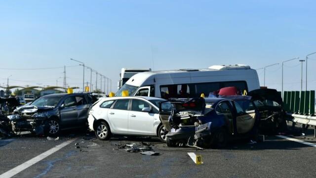 Accident grav pe A2: 4 morti si zeci de raniti. Politie: \