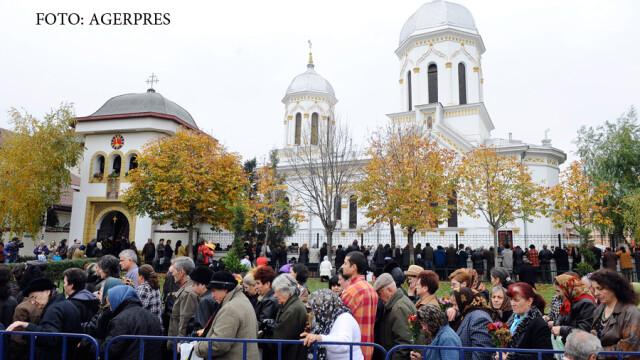Mii de oameni se afla in pelerinaj la Biserica 'Sfantul Mina', pentru a se ruga la moastele mucenicului Mina