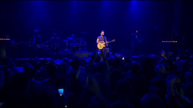 Un an de la atentatele din Paris. Concert Sting la Bataclan pentru supravietuitori si rudele celor ucisi in atacuri